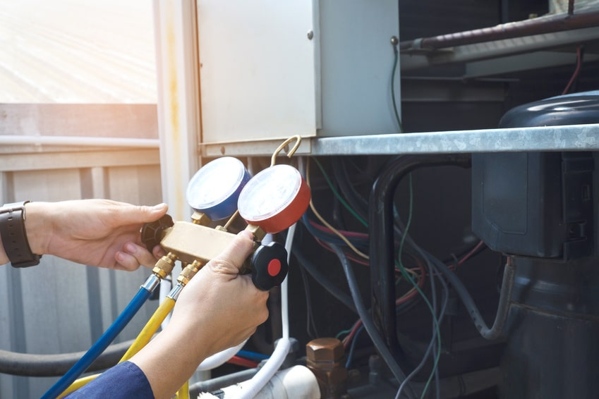 Commercial HVAC technician running tests - CMI Mechanical